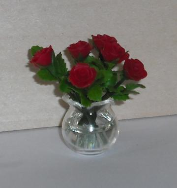 Red roses in a glass bowl